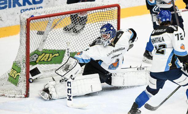 Kaapo Kähkönen ja kumppanit joutuivat tahkoamaan avauserän Pelicansin paidoissa kommunikaatiokatkoksen takia.
