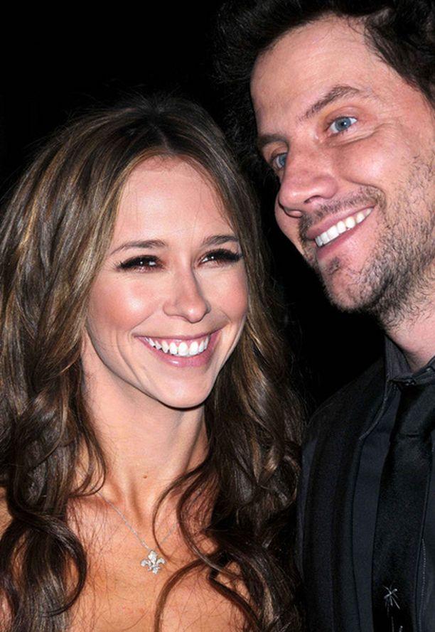 Jennifer Love Hewitt edusti Gen Art Film -festivaaleilla yhdessä tulevan miehensä Jamie Kennedyn kanssa.