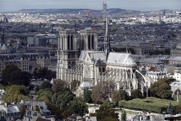 Notre Dame on yksi suosituimmista Pariisin nähtävyyksistä.