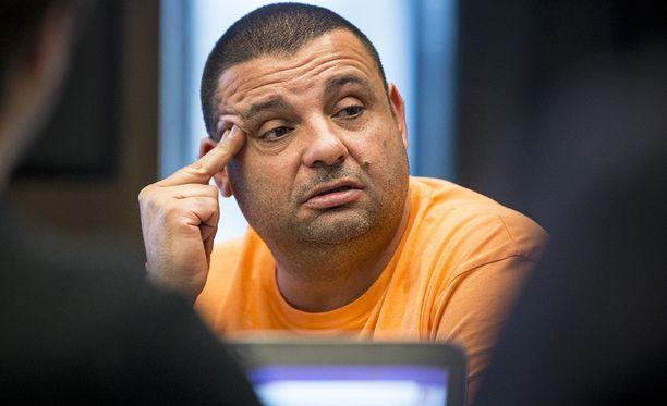 Turun puukottaja yrittää hyötyä puukotuskäräjien mediahuomiosta, uskoo Hassan Zubier.