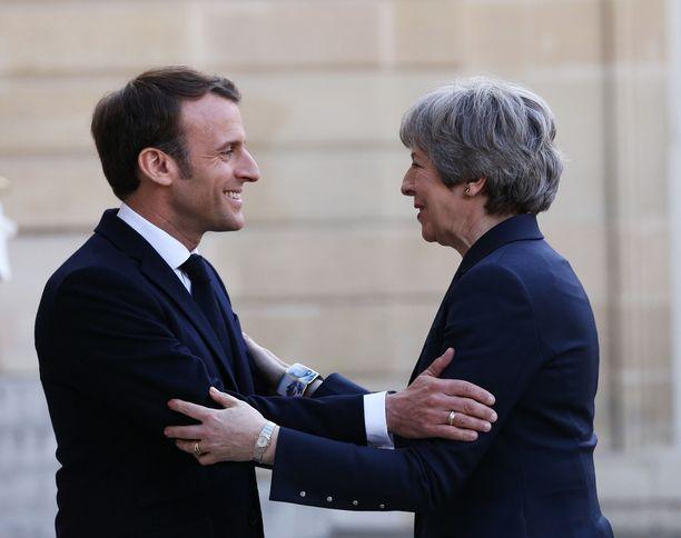 Theresa May vieraili Elysee-palatsissa Emmanuel Macronin luona keskiviikkona.