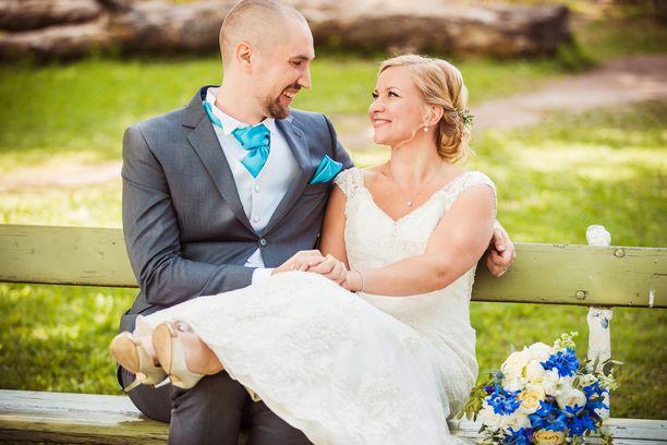 Asiantuntijat yhyttivät Heikin ja Miinan. He menivät naimisiin ensitreffeillään televisiossa.