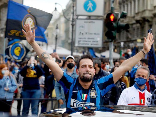 Inter-fanit juhlivat villisti Serie A:n mestaruutta sunnuntaina Milanossa.