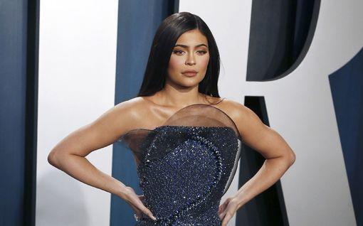 Kylie Jenner salasi raskautensa äärimmäisin keinoin – paljastaa nyt, miksi