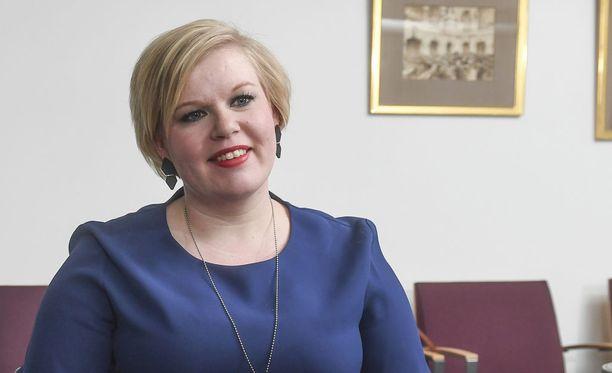 Annika Saarikon mukaan kapitaatiokorvausmalli lasketaan eri ryhmille, ei yksittäiselle kansalaiselle.