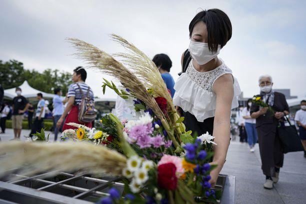 Ydinpommi-iskua muistellaan Hiroshiman Rauhanpuistossa.