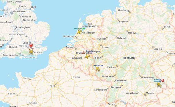 Brysseliin matkalla olleet, reittiä vaihtaneet lentokoneet ilmassa FlightRadar24:n sovelluksessa.