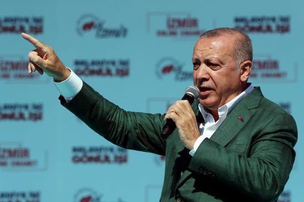 Turkin presidentti on vaatinut maansa tiedustelupalvelua selvittämään, oliko Utrechtin maanantaisessa ammuskelussa kyse terrorismista.