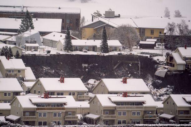 Maanvyörymä katkaisi Gjerdrumin uudenvuoden valmistelut.