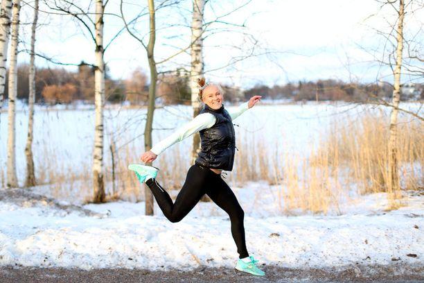Stefanie Hagelstam opiskelee liikunnanohjaajaksi, työskentelee personal trainerina ja kirjoittaa suosittua liikuntablogia.