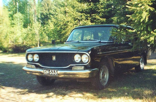 Crown on iso saloon-korinen auto.