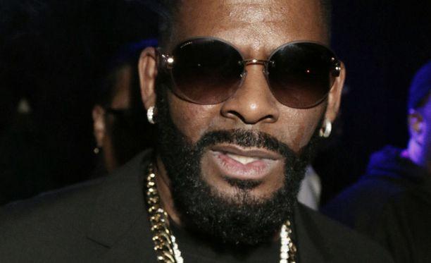 90-luvulla uransa huipulla ollut laulaja R. Kelly sai vihdoin syytteet.