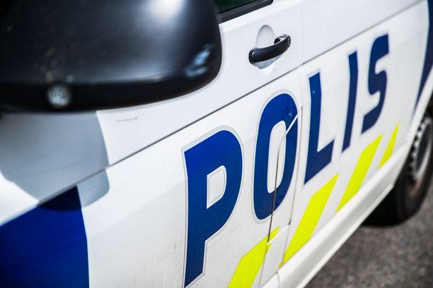 Poliisi otti kiinni kaksi miestä.