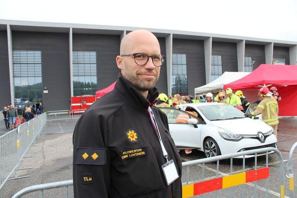 Palomestari Tommi Luhtaniemen mukaan palomiesten työturvallisuus kolaripaikoilla on huonontunut.