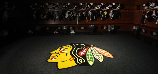 Chicago Blackhawksin nimi ja logo pysyy ennallaan.