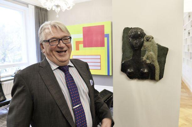 Liikemies Kyösti Kakkonen vastusti tiukasti naisten hyväksymistä Helsingin Pörssiklubin jäseniksi.