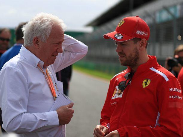 Charlie Whiting jutteli vielä keskiviikkona Sebastian Vettelin kanssa Melbournessa, Albert Parkin radan lähtösuoralla.