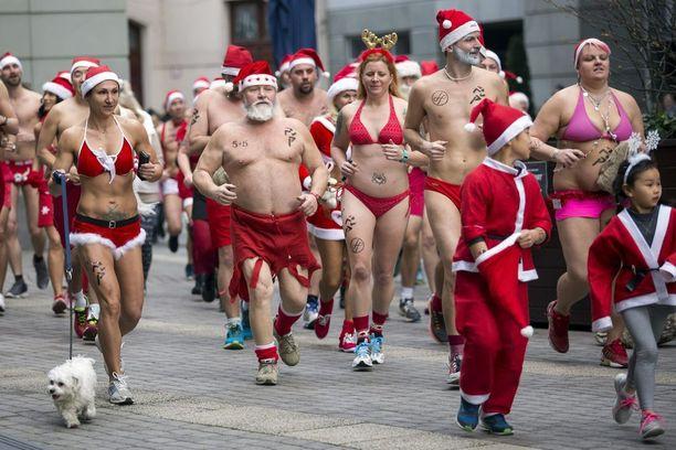 Unkarissa järjestetyssä joulujuoksussa pukin nuttu oli jo liikaa.