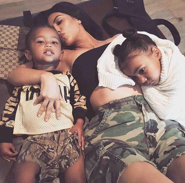 Kim Kardashianilla on nelivuotias North-tytär ja joulukuussa kaksi täyttävä Saint-poika.