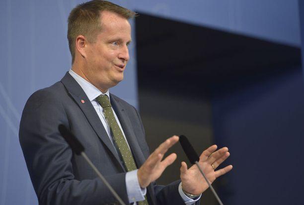 Sisäministeri Anders Ygemanin mukaan kielteisen turvapaikkapäätöksen saaneiden joukkopalautukset alkavat ensi vuonna.