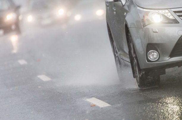 Kun ajat, niin muista, että turvallisuutesi ja mukavuutesi lepää renkaiden varassa.