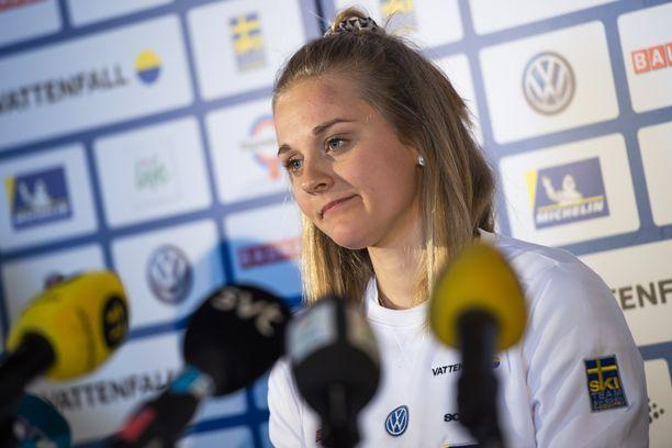 Stina Nilsson esiintyi tiistaina Ruotsin joukkueen lehdistötilaisuudessa Seefeldissä.