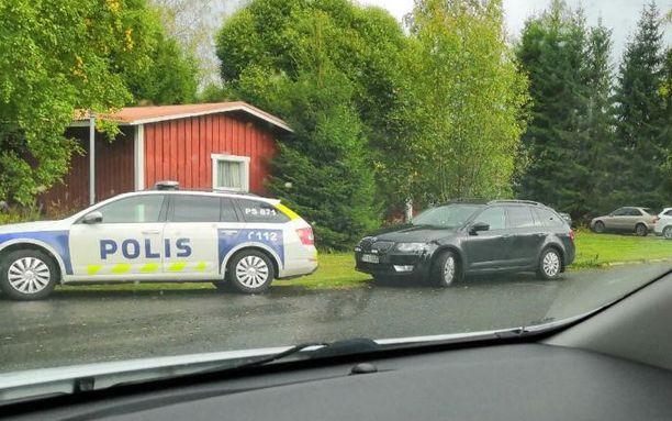Poliisi suoritti useiden partioiden voimin kotietsintää Siilinjärvellä. Etsinnän ajaksi lähiseudun liikennettä ohjattiin kiertotielle.
