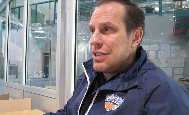 Ville Nieminen odottaa Pelicansin uusilta ulkomaalaishyökkääjiltä tehoja.