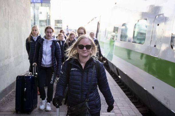 Titta Heikkilä on listattu kollegansa kanssa ehdokkaaksi Vuoden valmentajaksi.