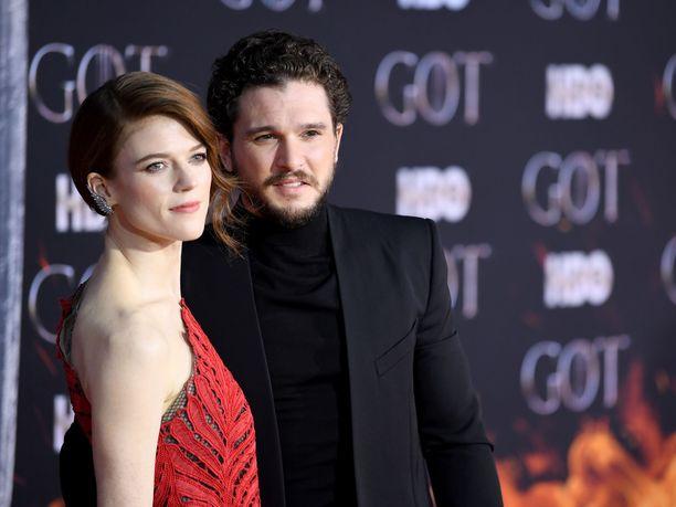 Game of Thrones -tähdet Kit Harington ja Rose Leslie ovat pienen poikavauvan vanhempia.