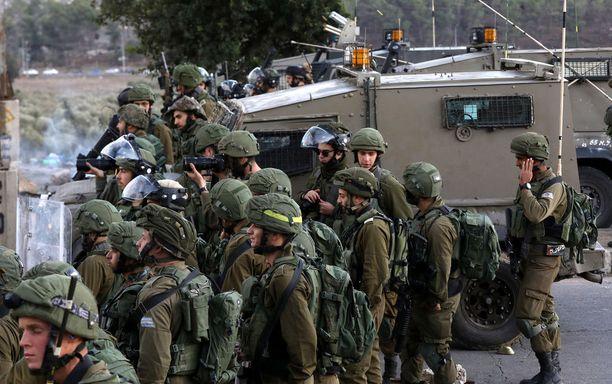 Israel on kohottanut sotilasvalmiuttaan suurissa kaupungeissa ja miehittämillään alueilla.