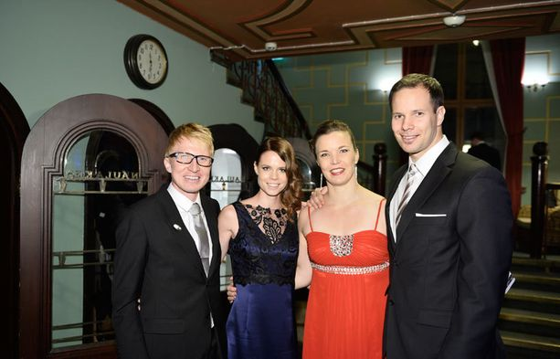 Mårten ja Matleena Boström viihtyivät Niina Kelon ja Tero Pitkämäen seurassa.