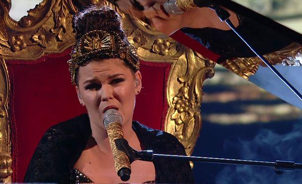 Saara Aalto on noussut Britannian X Factor -kilpailun aikana yhdeksi voittajasuosikiksi.