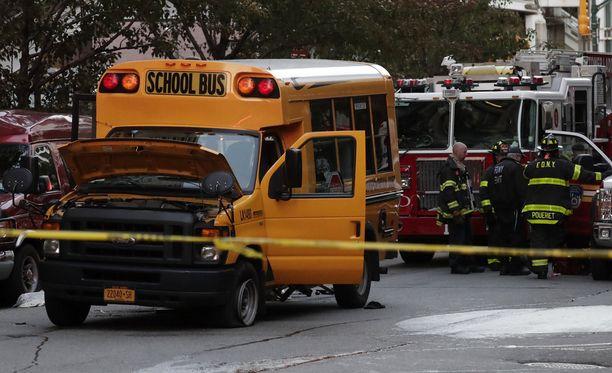 Ajo pyöräkaistalla päättyi törmäykseen koulubussiin.