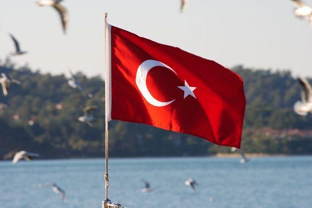 Suomalais-turkkilainen Ayla Albayrak on ensimmäinen EU-maan toimittaja, joka on tuomittu vankeuteen Turkissa.