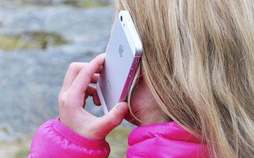 Koska lapsen pitäisi saada ensimmäinen oma puhelin? – Näin vanhemmat vastaavat
