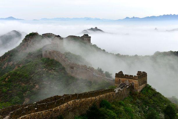 Kiinan muuri on kärsinyt muun muassa siksi, että sen tiiliä on ryöstetty rakennustarvikkeiksi.