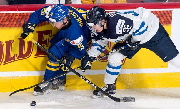 Suomi on hävinnyt kaikki kolme otteluaan nuorten MM-kisoissa. Ruotsi oli parempi maalein 3-1.