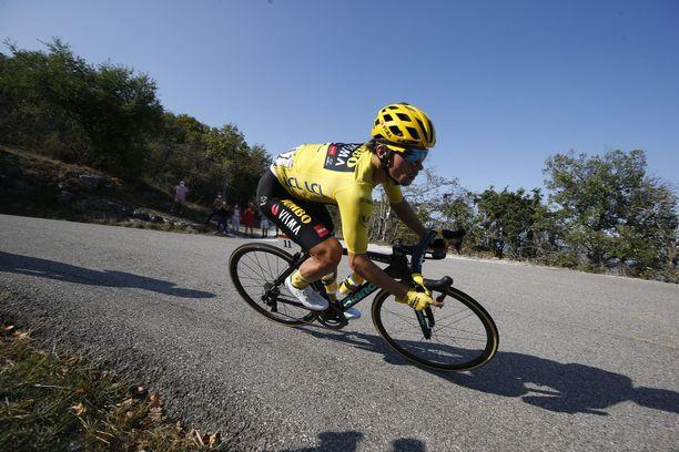 Team Jumbo-Visman Primoz Roglic polkee kohti Tour de Francen voittoa.
