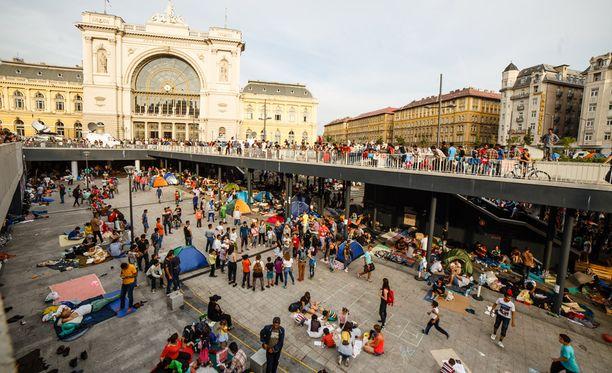 Pakolaiset ovat ottaneet Budapestin Keletin juna-aseman väliaikaiseksi majapaikakseen.