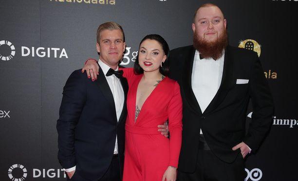 NRJ:n aamujuontajat Jere Jääskeläinen(vas.), Veronica Verho ja Janne Lehmonen avautuivat mokailuistaan.