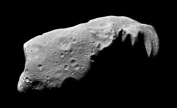 Kuvassa asteroidi Ida. Se on Maata uhkaavaa 2011 SM68:aa huomattavasti kookkaampi: Marsin ja Jupiterin välissä melko ympyrämäisellä radalla kiertävä kivilohkare on halkaisijaltaan 15,7 kilometriä. Idalla on jopa oma kiertolainen, kuu nimeltä Dactyl.