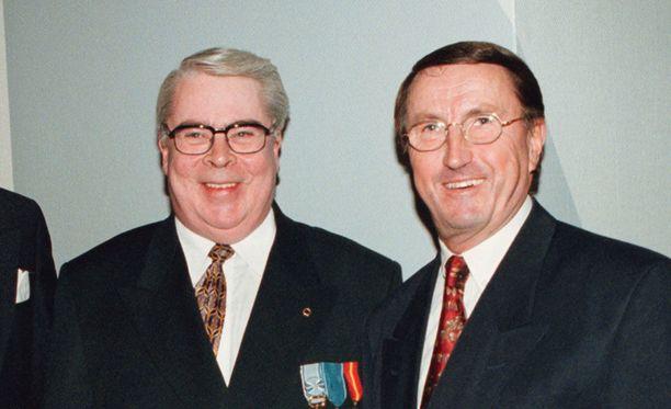 Kalervo Kummola ja Curt Lindström Jääkiekkoliiton 70-vuotisjuhlissa Tampereella vuonna 1999.