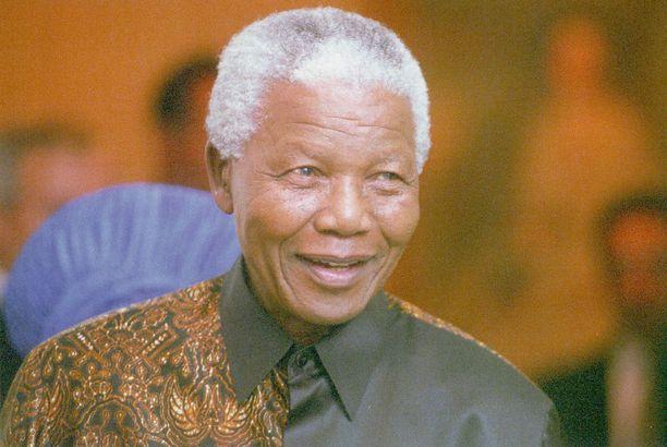 Nelson Mandela muistetaan Etelä-Afrikan ensimmäinen tummaihoisena presidenttinä.