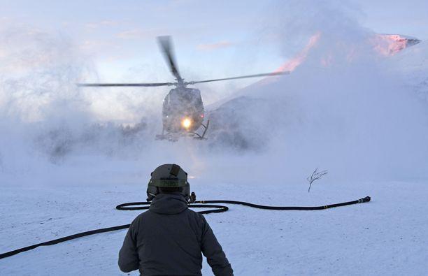 Poliisi ja Punainen risti auttoivat lumivyöryyn kadonneiden etsinnässä Norjassa tammikuussa.