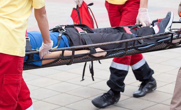 Ensihoitaja raiskasi työparina olleen naisen heti ensimmäisen yhteisen työpäivän yövuorossa pelastusasemalla.
