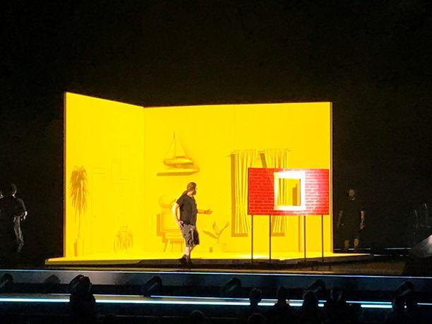 Maltan esitys keskeytettiin ja lavalle tuli teknistä henkilökuntaa. Tuttu näky.