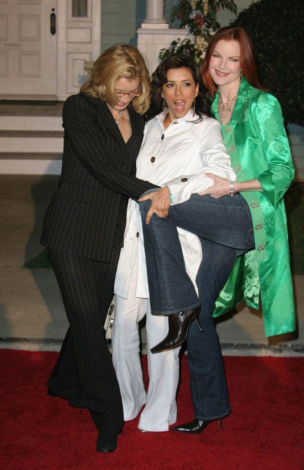 Täydelliset naiset -työkaverien kanssa 2005.