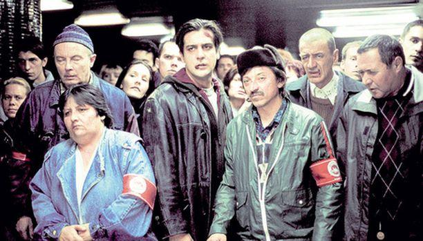 Lipuntarkastajat kahinoivat Budapestin metroasemilla mustassa komediassa.