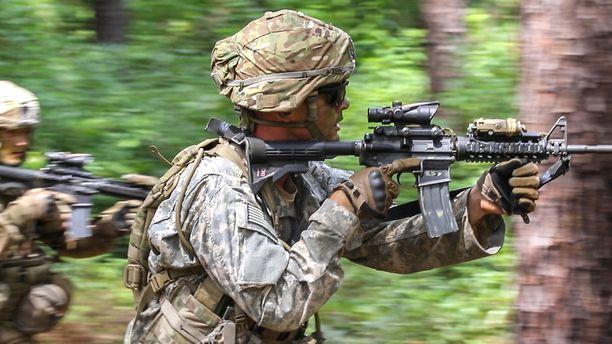 Sotilaat harjoittelivat Fort Braggissa elokuun 24. päivänä 2016 otetussa arkistokuvassa.
